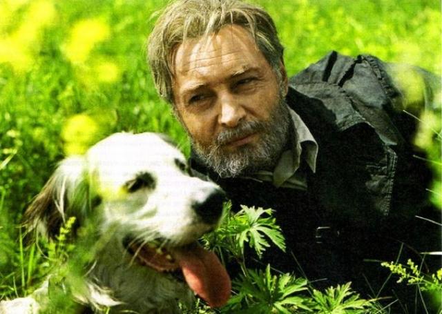 У пса и в жизни тоже оказалась нелегкая судьба. Степа безумно любил хозяина, который сдал питомца в аренду киностудии на целых полтора года, а сам исчез.