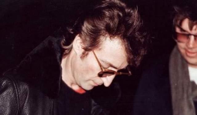 """Известно, что за несколько часов до убийства Чепмен взял автограф у знаменитого """"битла""""."""
