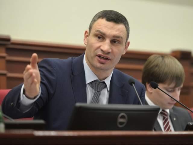 """Последнее время СМИ ослабили свое внимание к мэру Киева, но еще год назад - что ни месяц, то новый мем. Чего стоит фраза """"У меня есть два заместителя, четыре из которых уже месяц лежат в Кабинете министров. Назначить их невозможно. Не знаю, почему""""."""