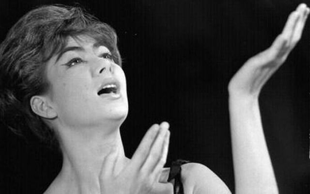 Эдита Пьеха. Эстрадная певица польского происхождения в свое время также решила обосноваться в Советском Союзе.