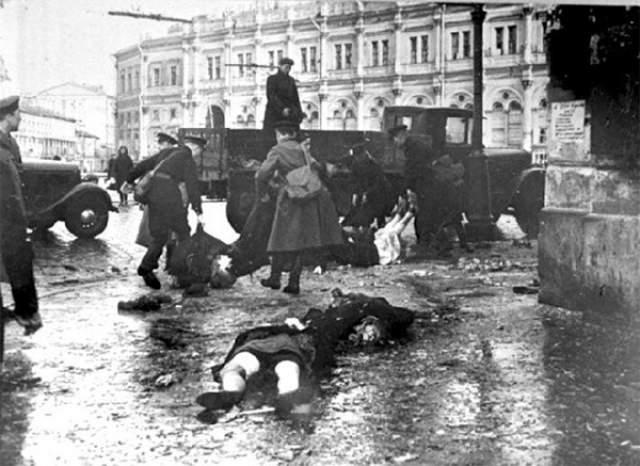 Блокада Ленинграда выкосила огромное количество его жителей, большинство из которых умерло от голода.