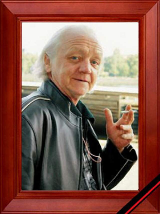 """Но насладиться успехом артист не успел. В 2010 году он уехал в столицу на съемки телевизионного фильма """"Пусть не кончается любовь"""". Стояла страшная жара, и Перевалов быстро вернулся в Питер, но """"был совсем плох"""". 5 июля 2010 года у него случился инфаркт."""