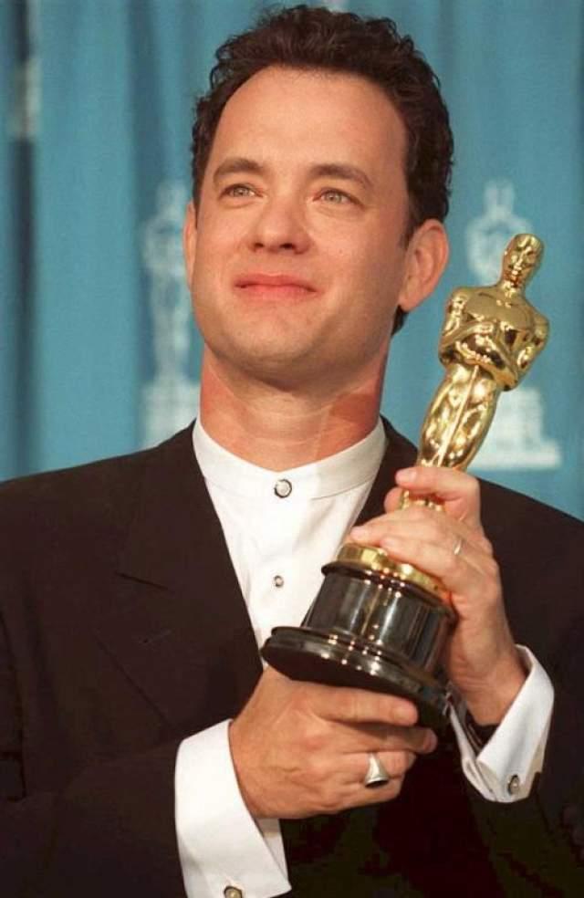 """1995 год. Том Хэнкс получает """"Оскар"""" в номинации """"Лучшая мужская роль"""" за фильм """"Форест Гамп"""". Это абсолютный триумф Хэнкса - вторая """"лучшая мужская роль"""" за 2 года (первая была за """"Филадельфию"""")"""
