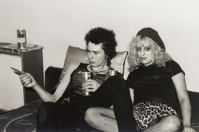 Музыкант британской группы Sex Pistols умер 2 февраля 1979 в квартире своей подруги. смерть наступила в результате передозировки героином. Вскрытие установило, что героин, обнаруженный в его организме, был 80-процентной чистоты, в то время как обычно Вишес использовал 5-процентный. Ему был 21 год.