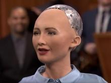 Пообещавшая уничтожить человечество женщина-робот рассказала о своем идеальном мужчине