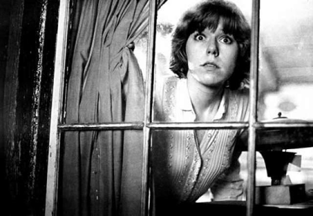 """Эдриенн Кинг Эдриенн изобразила Алису Харли, героиню фильма """"Пятница 13-е"""" (1980). Она вернулась к своему образу и в следующем фильме, но по сюжету Алиса была убита Джейсоном Вурхизом."""