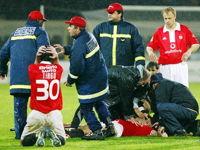 Футболист был помещен в больницу города Гимараэш, где вскоре умер. Врачи констатировали остановку сердца.