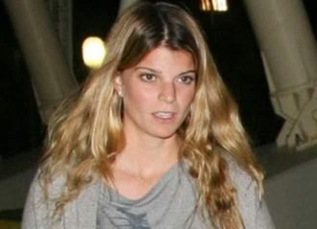 В живых оставалась единственная наследница рода Онассисов - Афина, дочь Кристины и одного из ее мужей, француза Тьерри Росселя.