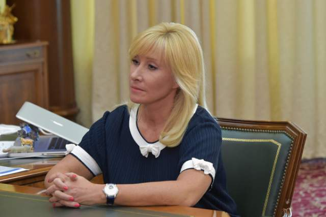 Телешоу продолжалось почти два года, пока в 1999 году из-за конфликта с руководством Пушкина не покинула ОРТ. Через некоторое время она появилась на НТВ с той же передачей.