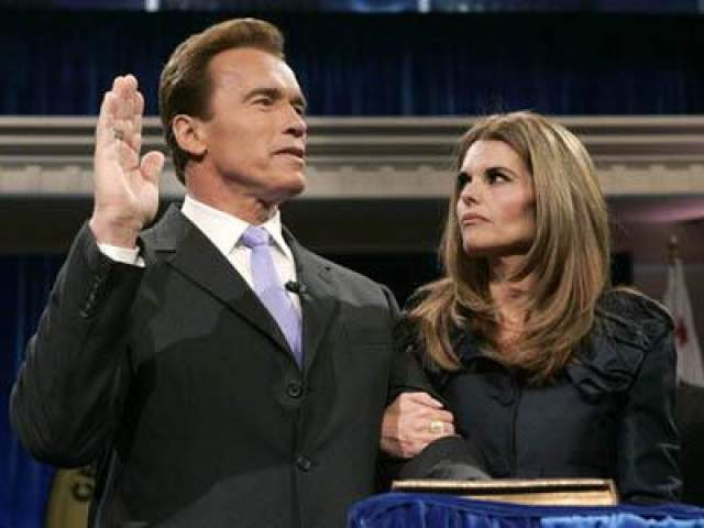 5 января 2007 года: губернатор Калифорнии Арнольд Шварцнеггер и его супруга во время приведения к присяге на второй срок в Сакраменто, Калифорния.
