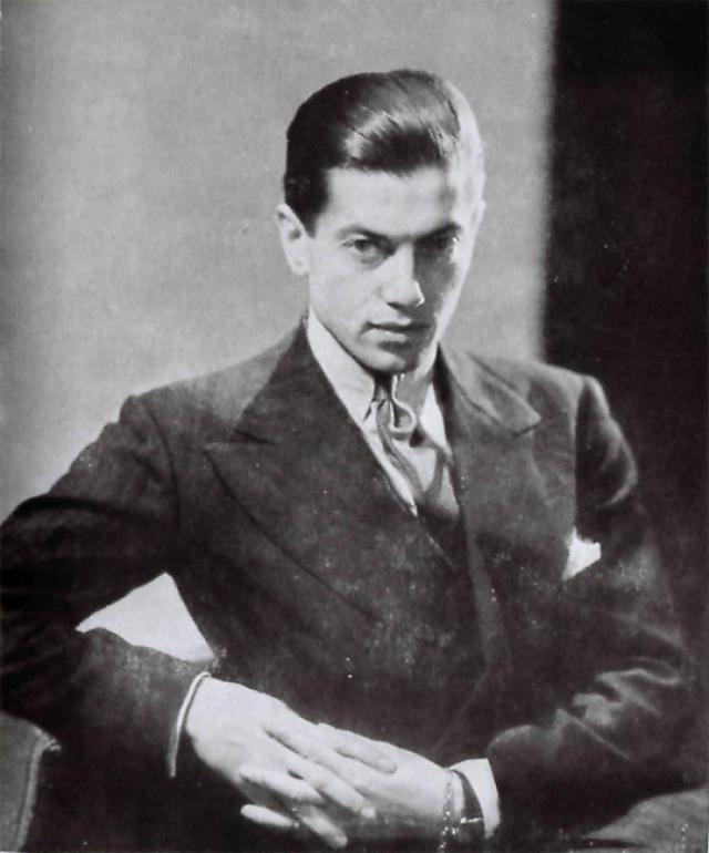 В Париж его забрала учительница танцев, которая эмигрировала. Им восхищались художники и критики, называя его богом танца. Среди друзей Сержа - Пабло Пикассо, Сальвадор Дали, Коко Шанель. От гражданства Франции танцор отказался.