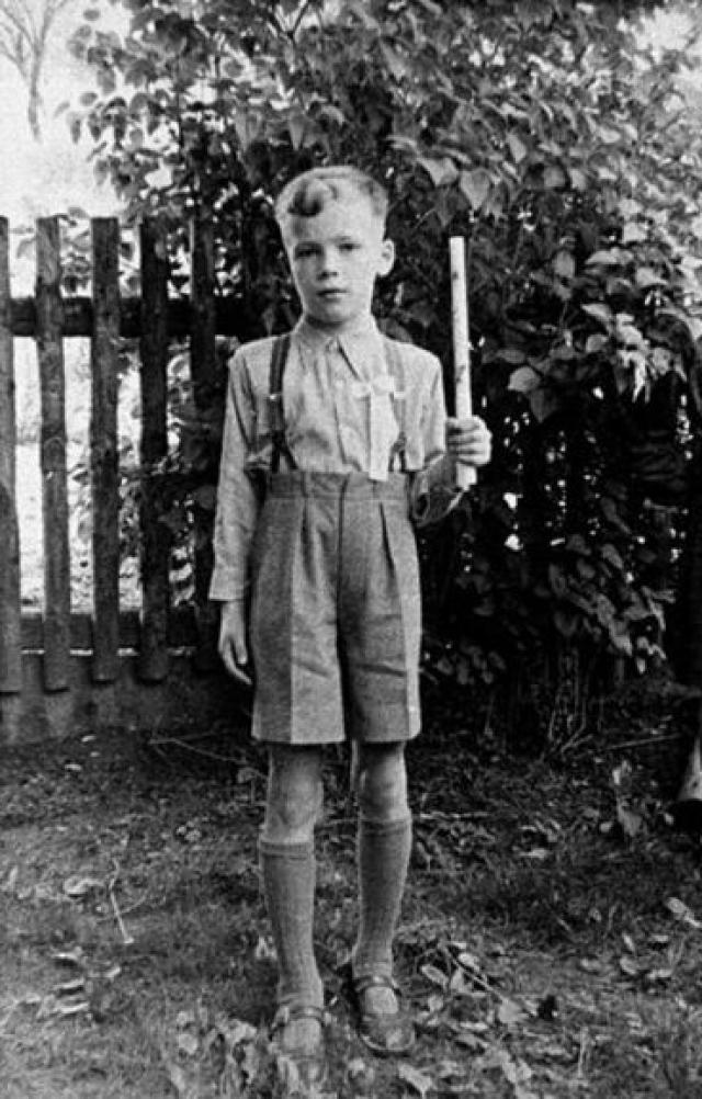 Арнольд Шварценеггер. Будущий Мистер Олимпия и герой многих боевиков был весьма худым болезненным мальчиком, который однажды решил взять все в свои руки и заняться культуризмом.