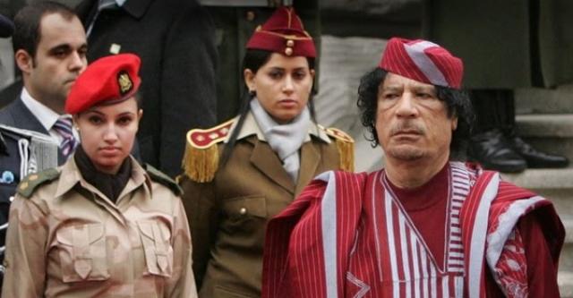 Муаммар Каддафи использовал в качестве персональных телохранителей женщин. По давней ливийской традиции, лучшими охранниками считаются девственницы или же лесбиянки.