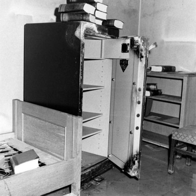 С 1954 года, по распоряжению председателя КГБ при СМ СССР Серова, все эти предметы и материалы хранились в особом порядке в специальном помещении ведомственного архива.