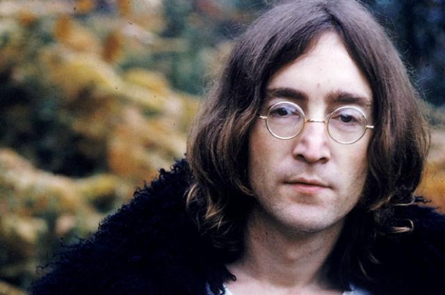 Джон Леннон. Еще в раннем детстве Джону пришлось пережить расставание родителей. Когда мальчику исполнилось четыре года, его мать встретила другого мужчину.