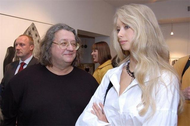 65-летний композитор и 33-летняя актриса вместе уже 12 лет, а в прошлом году молодая супруга родила от Градского сына, названного Александром в честь отца.