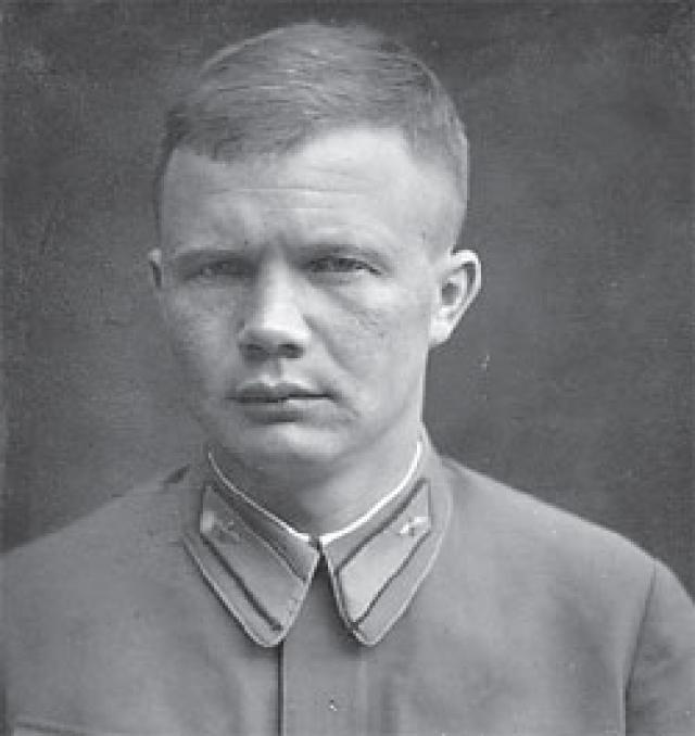У Никиты Сергеевича было пятеро детей. Старшие - Леонид и Юлия от первой жены. Леонид воевал летчиком в финскую войну, с первого дня участвовал в Великой Отечественной. Версий его гибели несколько.