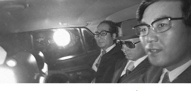 """Лишь 28 сентября ТАСС сообщило, что, во-первых, В. И. Беленко совершил """"вынужденную"""" посадку на аэродроме Хакодате, во-вторых, он был """"вывезен"""" в США против своей воли, в-третьих, а действия японской стороны расценивались как """"недружественными"""" по отношению к СССР."""