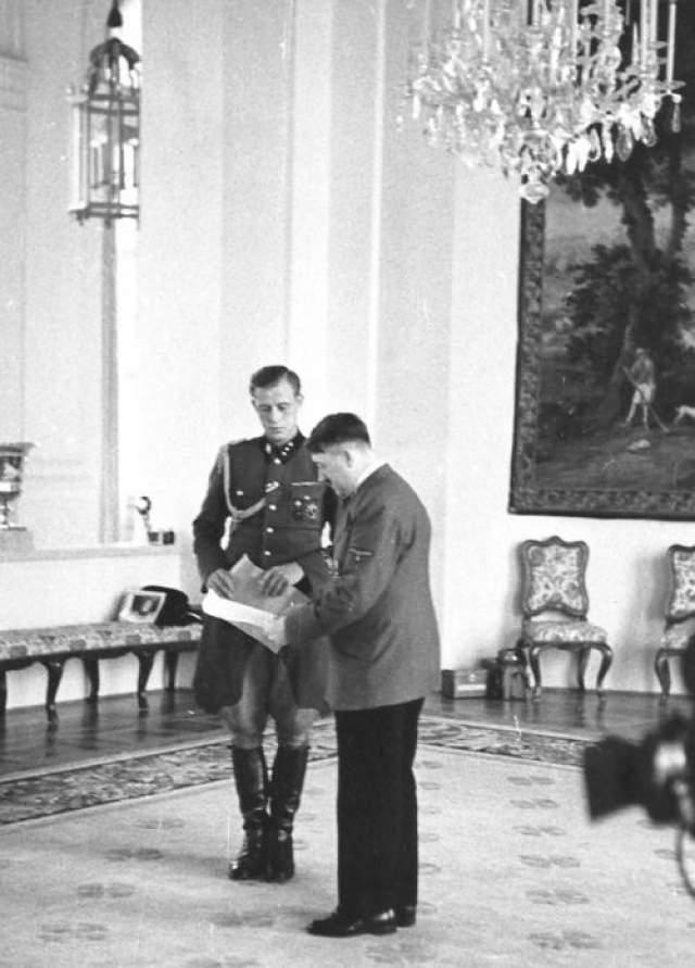 Особое доверия вождя адьютант заслужил после покушения на Гитлера 20 июня 1944 года в его ставке под Растенбургом. Тогда Гюнше, вовремя оказавшийся рядом с фюрером, помог ему выбраться из завалов и оказал помощь. С того самого дня и вплоть до самой смерти Гитлера Гюнше оставался рядом с диктатором.