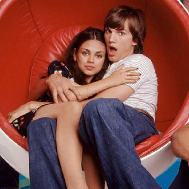 """В старших классах она уже работала в """"Шоу 70-х"""", где, кстати, и познакомилась со своим будущим мужем. Шел 1998 год... Только в 2012-м эти молодые люди поймут, что созданы друг для друга!"""