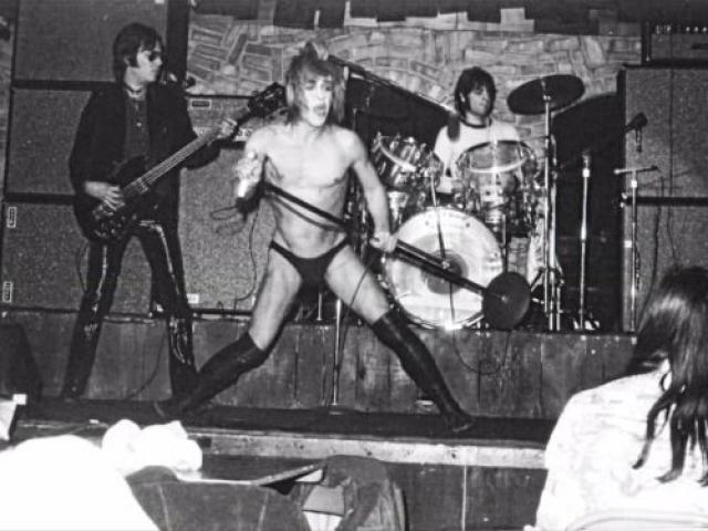 """В 1974 году """"The Stooges"""" давали в Детройте свой последний концерт перед бессрочным отпуском, из которого они вернулись только в 2003 году."""