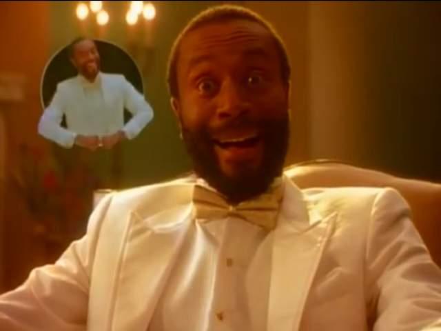 """Bobby McFerrin – """"Don't Worry, Be Happy"""", 1988 год. Мало кто сможет назвать хотя бы еще одну песни МакФеррина, но героем одного хита его называть можно с натяжкой. До выхода """"Don't Worry Be Happy"""" джазовый музыкант выпустил четыре альбома, успел посотрудничать с Херби Хэнкоком и получить пять """"Грэмми""""."""