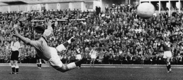 Тогда форвард стал самым юным автором гола в финальных турнирах чемпионатов мира. Команде Уэльса он забил в возрасте 17 лет и 239 дней.