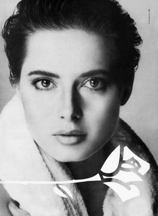 """Изабелла Росселини Список итальянских красавиц был бы неполным без великолепной Изабеллы, долгое время бывшей лицом компании """"Lancome"""". Интересно, что ее дочь рекламирует продукцию этой же косметической фирмы. Начиная как модель, итальянка добилась успеха и в кинематографе. Ее лицо частенько появилось на обложках популярнейших журналов, а фильм """"Синий бархат"""", вышедший в 1986 году, сделал ее популярной на весь мир."""