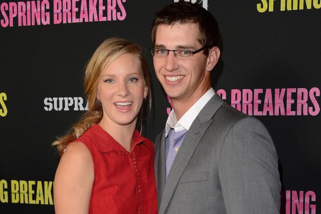 """Звезда сериала """"Хор"""" Хитер Моррис вышла замуж за Тэйлора Хаббелла. Примерно год назад у пары родился сын."""