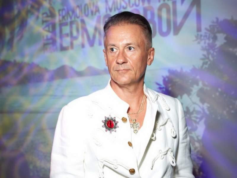 Олег Меньшиков устроил скандал на похоронах Владимира Андреева