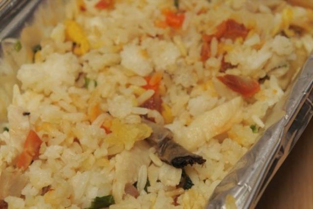 Окурок в рисе из ресторана.