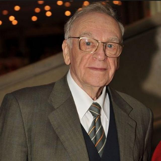 """В 2001 году он даже удостоился почетного титула """"Человек-эпоха"""". Кроме того, в его наградном списке есть три ордена: Трудового Красного Знамени, """"За заслуги перед Отечеством"""" 3-ей и 4-ой степени."""