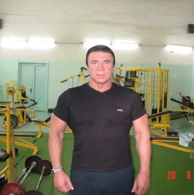 У Анатолия Михайловича есть ученая степень почетного доктора психологических наук. Также он является мастером спорта СССР по тяжелой атлетике.
