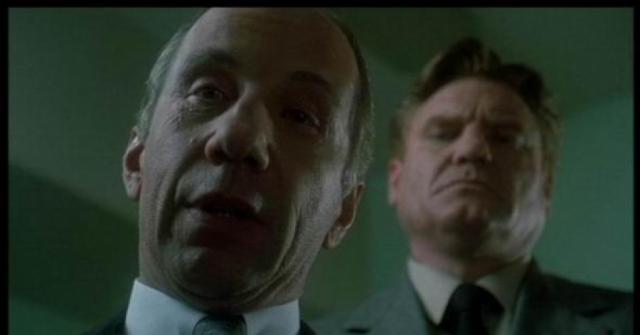 В Америке Крамаров играл роли второго плана. Причина этого была в основном в том, что он очень плохо знал английский и говорил на нем с чудовищным акцентом.