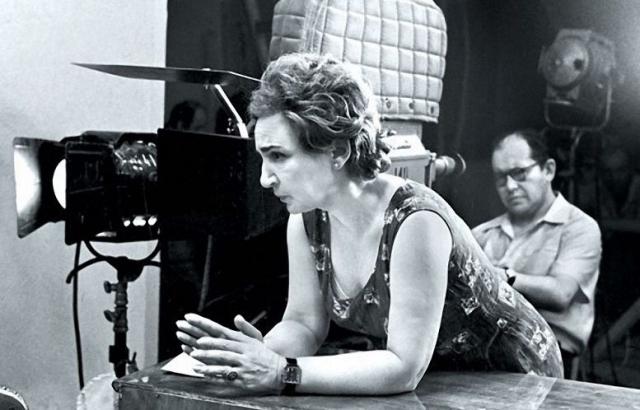 В самый разгар подготовительных работ за право поставить такой фильм стал бороться еще один режиссер - 46-летняя Татьяна Лиознова, ведь сначала выбрали не ее.