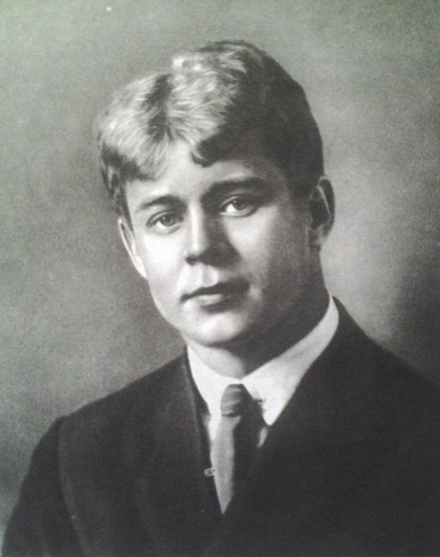 Сергей Есенин. Этот поэт панически боялся заразиться сифилисом. По воспоминаниям его друга Александра Мариенгофа, любой прыщик он принимал за признак болезни и подолгу рассматривал себя в зеркале.