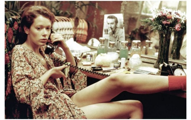 Лишь с приходом к власти его преемника, Валери Жискар д'Эстена (его любовницей была исполнительница главной роли Сильвия Кристель), картина вышла в прокат.