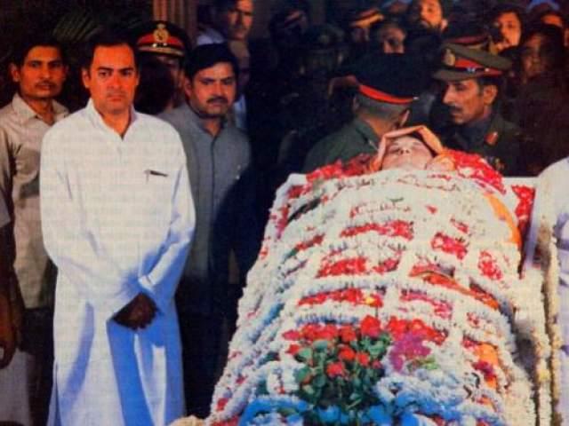 А буквально через четыре года не стало самой Индиры. Убийцами Индиры Ганди стали ее охранники, которые решили отомстить главе правительства за подавление выступлений единоверцев- сикхов. 31 октября 1984 года двое сикхов, Беант Сингх и Сатвант Сингх, выпустили в нее 20 пуль.