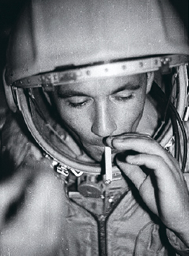Он тяжело переживал срыв своей космической карьеры и надеялся, что его в скором времени вернут в отряд космонавтов. Но надежды на возвращение не оправдались.