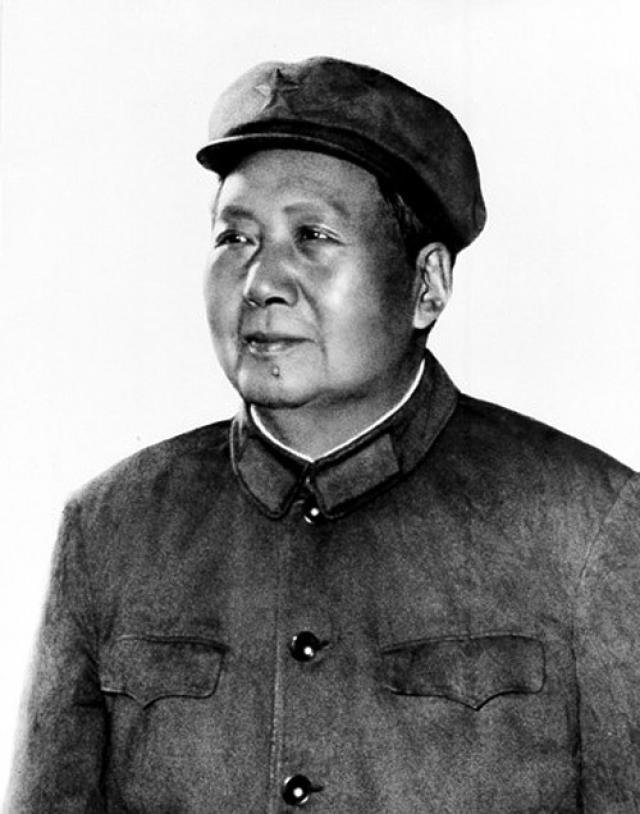 Теперь Мао мечтал повторить опыт Желтого императора и обрести бессмертие через любовные утехи.