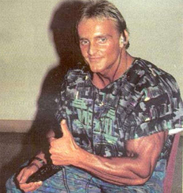 В 1987 году он занимает 3-е место на Чемпионате мира, а годом позже, снова завоевав бронзу, попадает в поле зрения Альберта Бусека, который поместил фотографию Андреаса на обложку журнала FLEX.