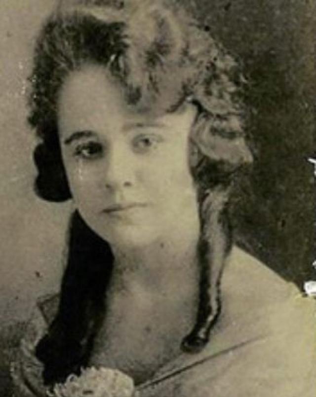 Тасия Кажухина - филиппинка Кэтрин Пэтерсон в октябре 2010 заявила, что ее покойная бабушка Тасия является княжной Анастасией.