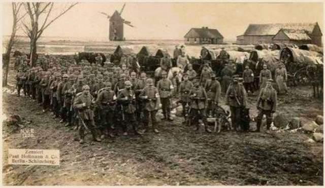 """после войны ветераны-новозеландцы рассказали, что в тот день над """"высотой 60"""" висело 6 или 8 туч в форме """"круглых буханок хлеба"""", которые не меняли своего местоположения, несмотря на ветер. Еще одна туча 800 футов в длину, 200 в высоту и ширину располагалась чуть ли не на земле."""