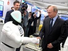 Путин поздоровался с роботом-бухгалтером на выставке в Перми (ВИДЕО)