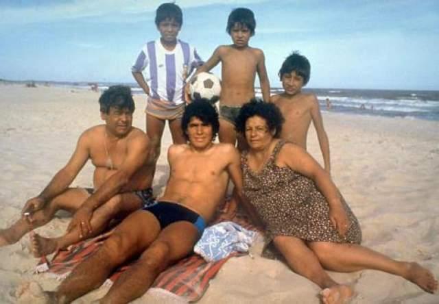 Диего Армандо Марадона с семьей