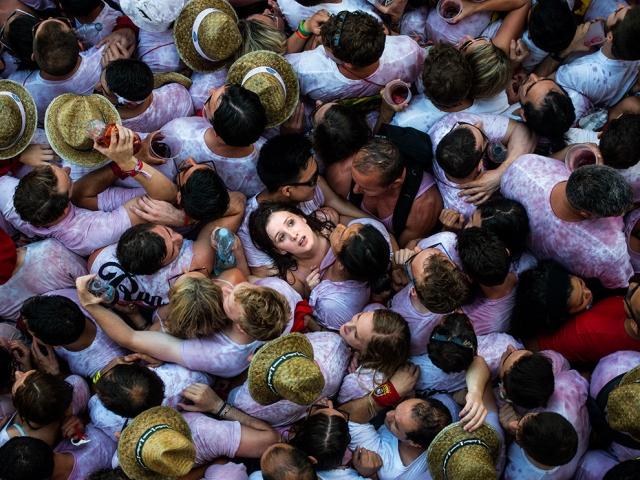 Бег с быками в испанской Памплоне. David Ramos, Getty Images