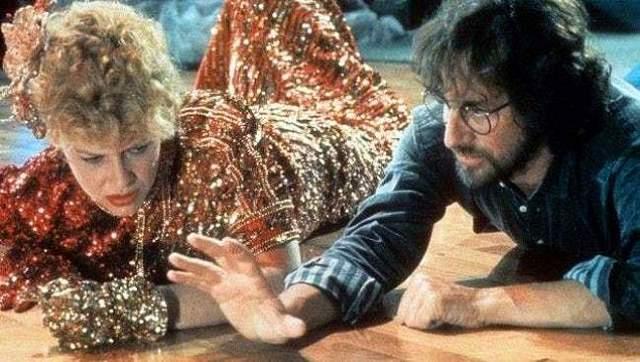 """Кейт Кэпшоу и Стивен Спилберг Режиссер и актриса встретились на съемках """"Индиана Джонс и храм судьбы"""". Несмотря на то, что Спилберг на тот момент был женат на Эми Ирвинг, у него с Кэпшоу случился роман, и он женился на ней в 1991 году. Вместе они воспитывают семерых детей: двоих от предыдущих браков, двоих приемных и еще троих общих."""