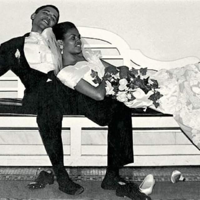 Фото с молодоженами сразу после регистрации