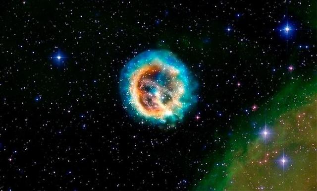 Остаток сверхновой звезды E0102.