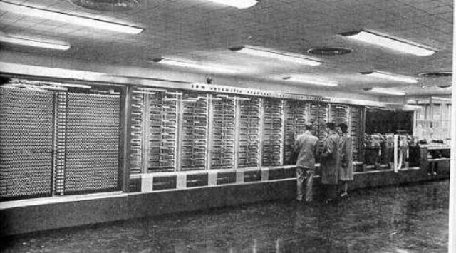 Стоимость этого компьютера составила 500 тысяч долларов. Компьютер собран в корпусе из нержавеющей стали и стекла, имел длину около 17 метров, высоту более 2,5 метров, вес около 4,5 тонны, площадь занимал несколько десятков метров.